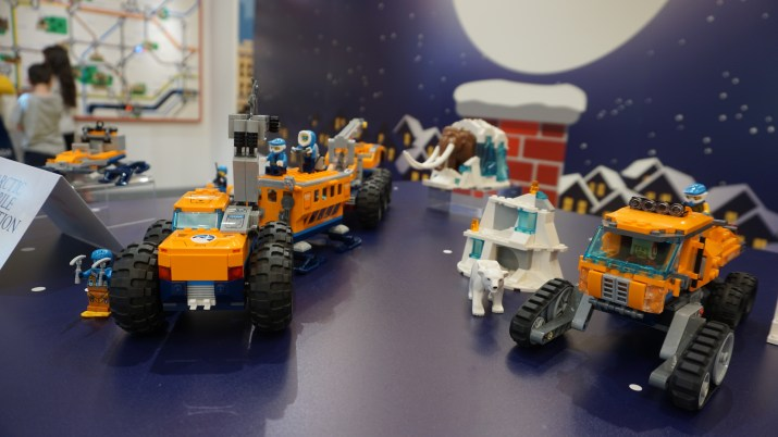 Lego City Arctic Mobile Exploration Base and Lego City Arctic Scout Truck
