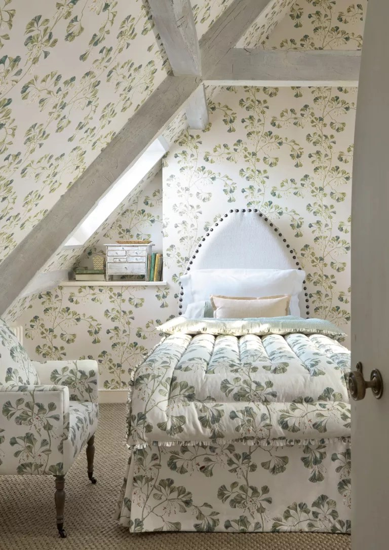 Cottage bedroom ideas - colefax and fowler leafy prints in a cottage bedroom