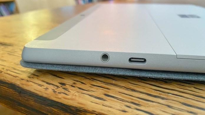 surface go 2 vs ipad: Surface Go 2's ports
