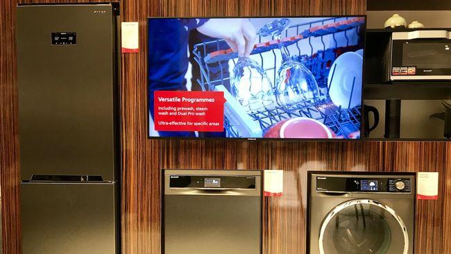kitchen aid ovens outdoor kitchens tampa 夏普首次亮相alexa供电的烤箱 冰箱和洗衣机 international news 随着在2018年国际消费电子展上宣布的客厅语音辅助支持小工具的泛滥 厨房将成为本周的互联家庭战场 生活厨房博览会将在科隆举行