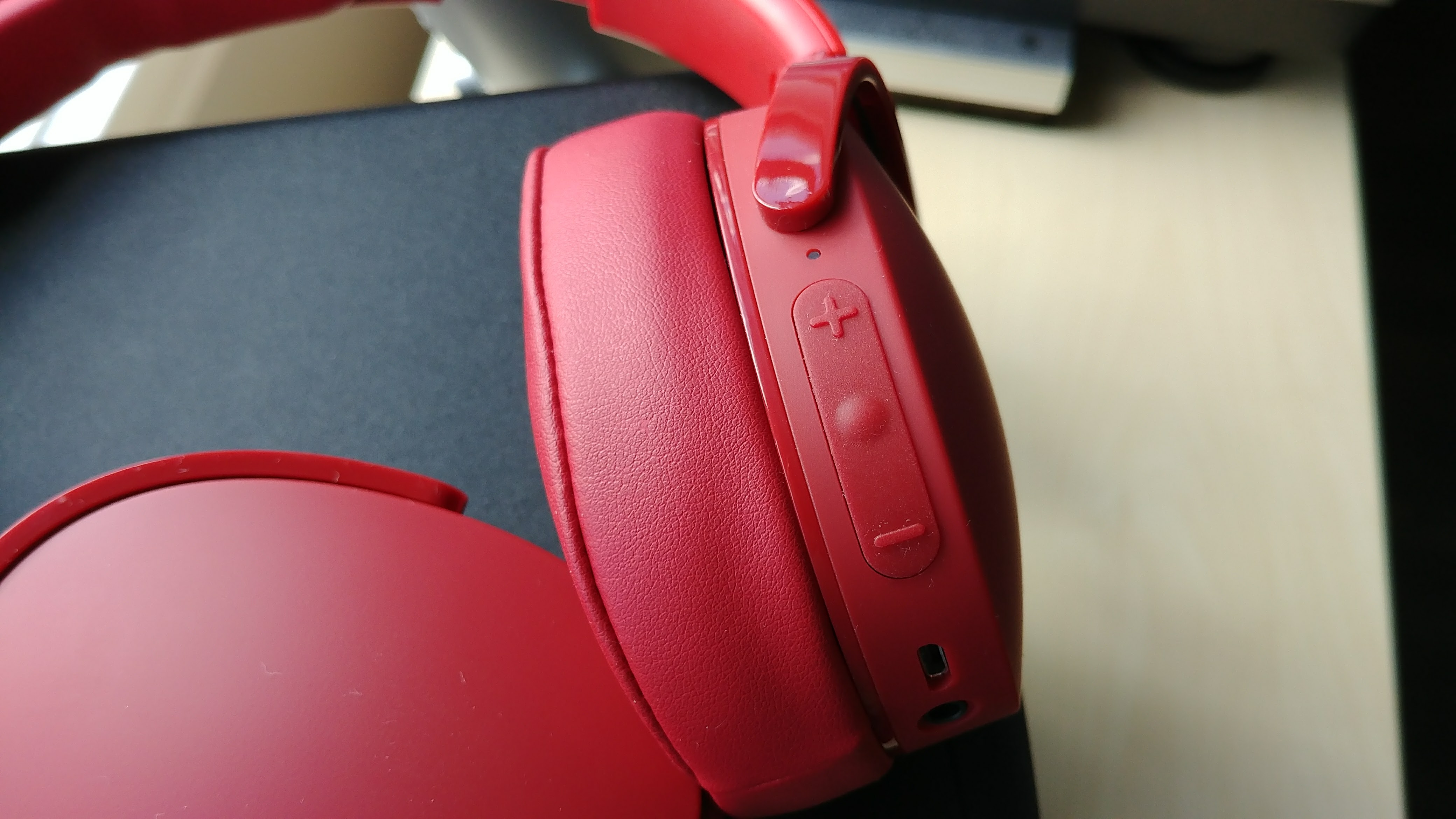 Skullcandy Hesh 3 Wireless Headphones Review Junkies Headphone Jack Wiring Diagram The Right Earcup Also Houses 35mm For Listening In Wired Mode If Battery Runs Out Speaking Of Batteries Charging Is Done Via A Microusb
