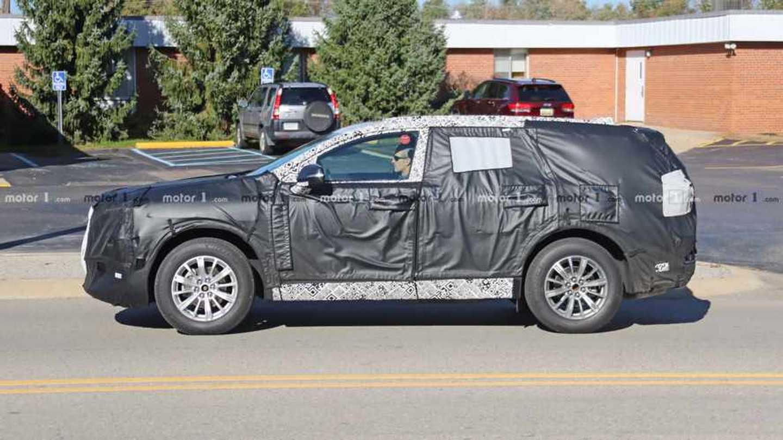 New Buick Three-row Crossover Spy Photos