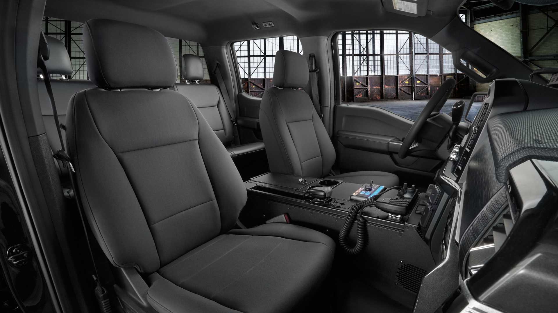 Row of seats, with 40.8 inches of head room and 43.9 inches of leg room. Polisi Amerika Diperkuat Ford F 150 Terbaru