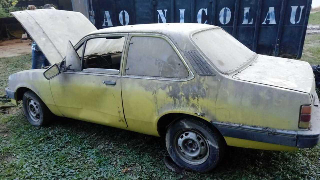 Chevrolet Chevette S que bon táxi abandonado no RJ
