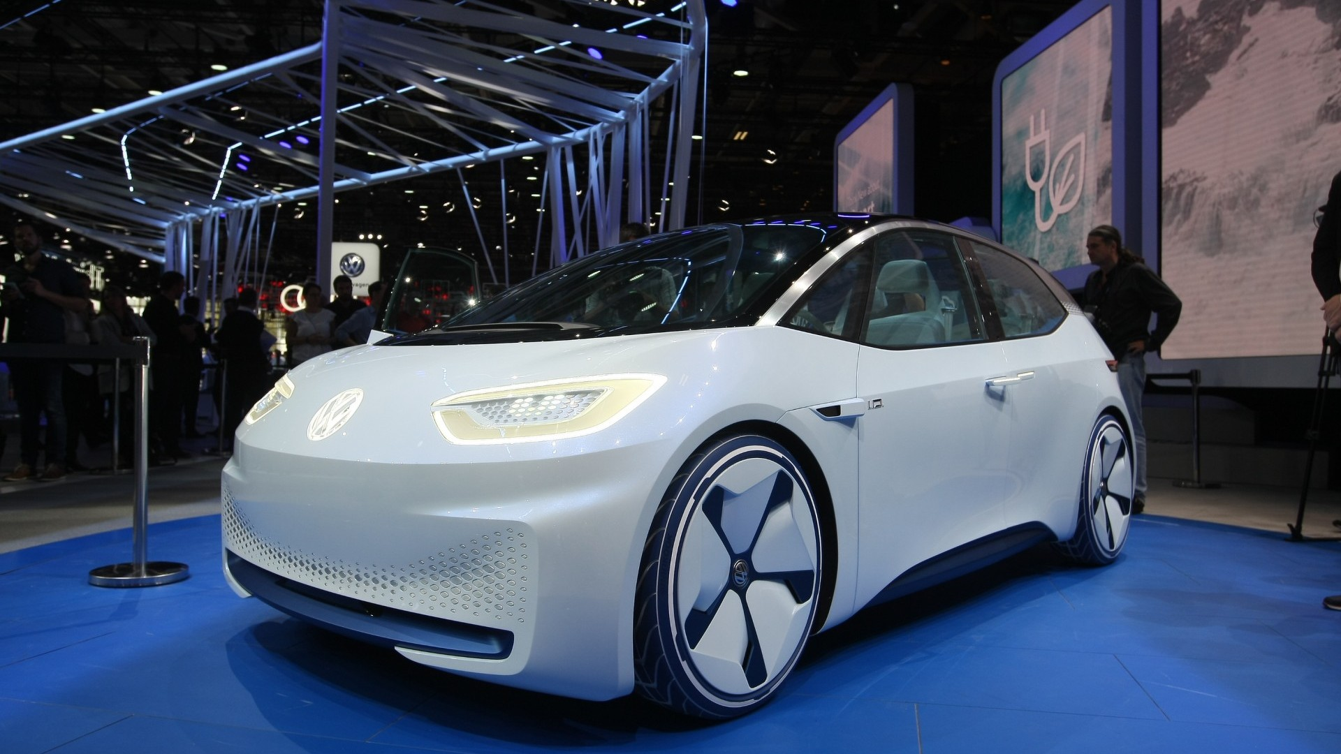 Vw Id Concept Points To The Future Boasts 326 Mile Ev Range