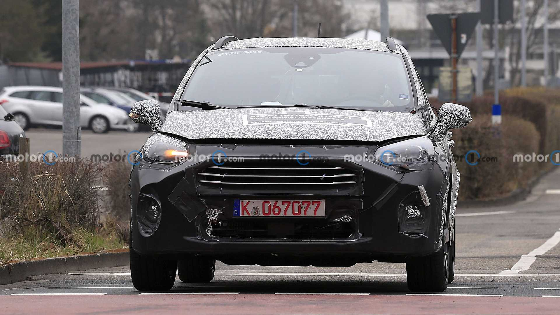 First spy photo of the Ford Fiesta facelift (front)