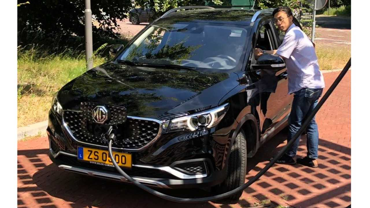 Mg Zs Ev Seen Dc Fast Charging At Up To 85 Kw