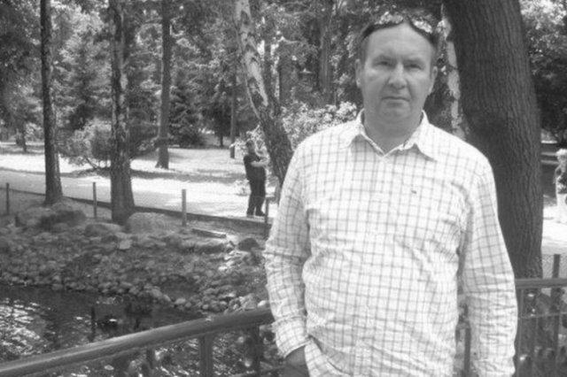 Radny Tomasz Jędrzejczak miał 52 lata.