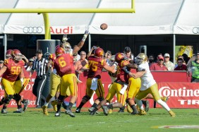 Trojans quarterback Cody Kessler throws a touchdown. Kevin Song | The Observer.