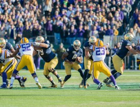 Irish sophomore quarterback Malik Zaire looks to rush.
