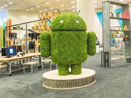android_statue_google_io_google_plus_account.jpg