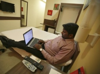 india_shopping_online_reuters.jpg