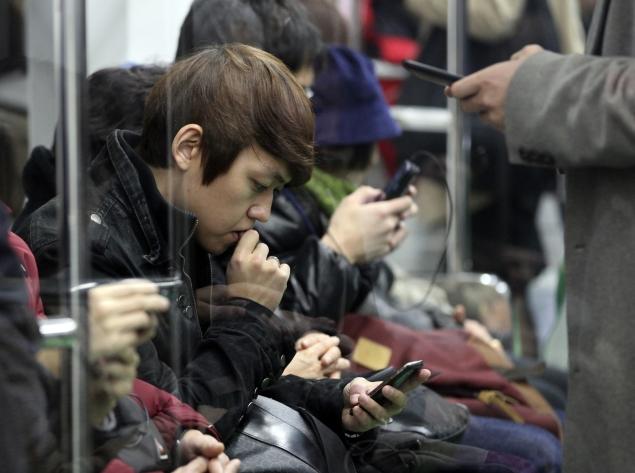 mobile-users-635.jpg