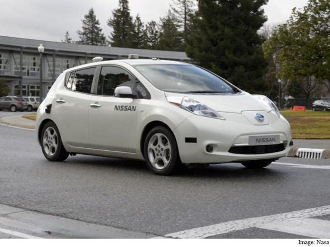In a First, Nissan Tests Self-Driving Car at Nasa Facility