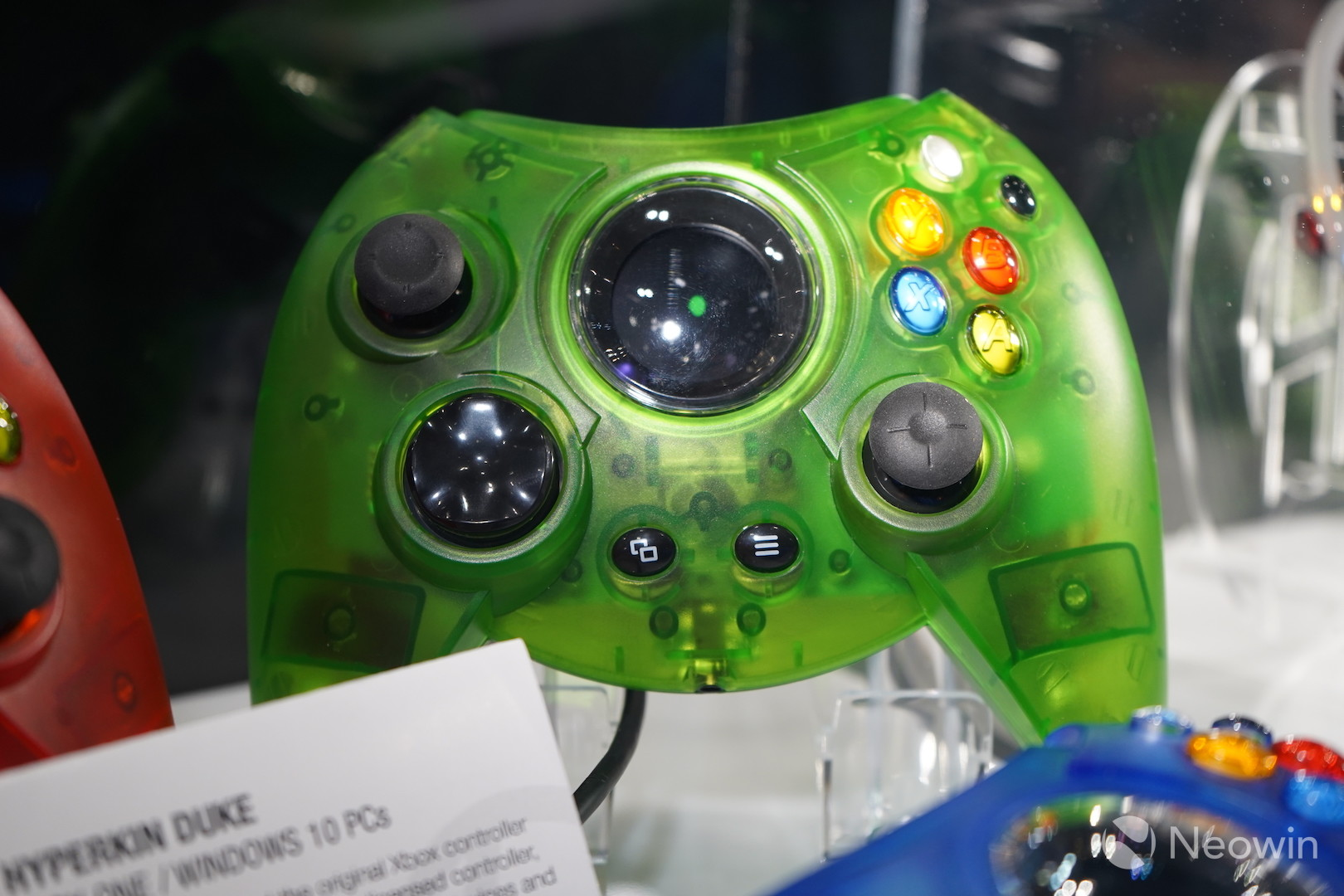 hight resolution of as you can see from the images and the video the new controller comes in four different colors while the colors are certainly bright they aren t made with