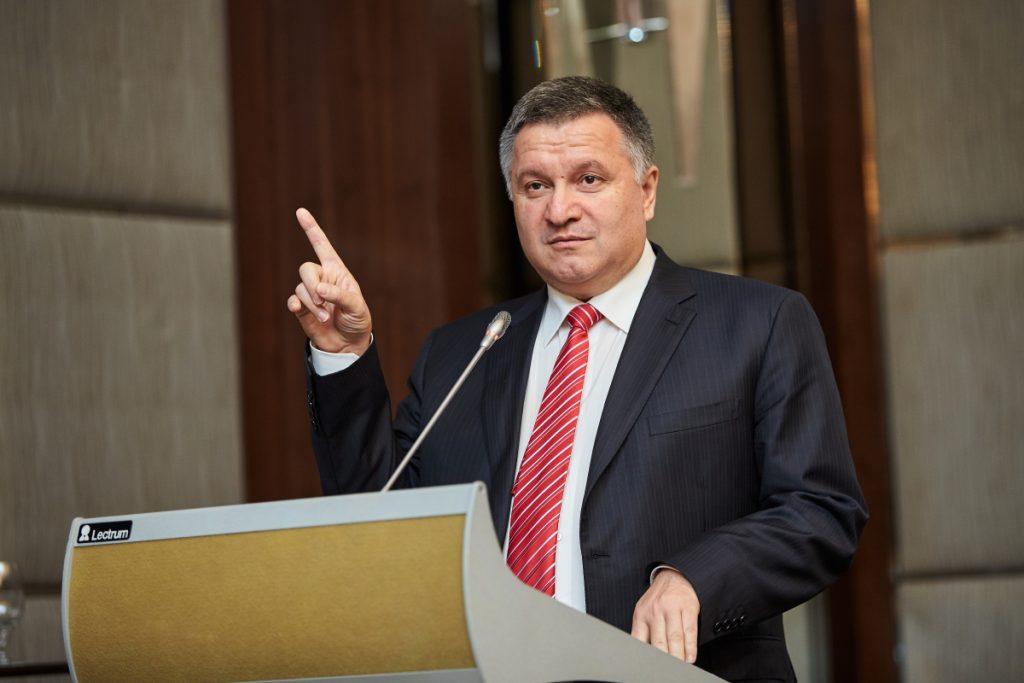 Аваков назвал запрет телеканалов началом «освобождения» Крыма