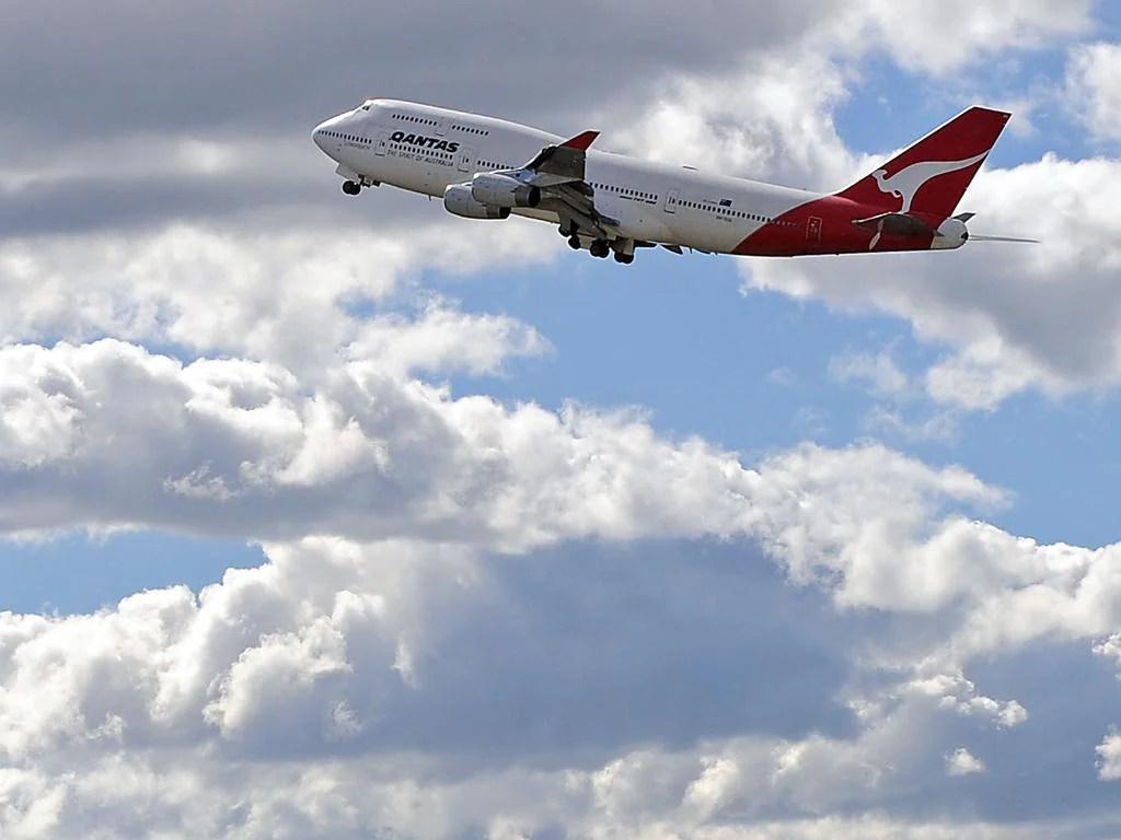 qantas boeing 747 book
