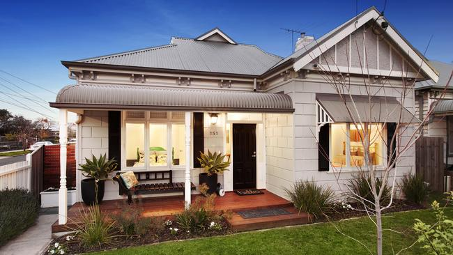 Melbourne S Auction Market Challenged By More Than 1500