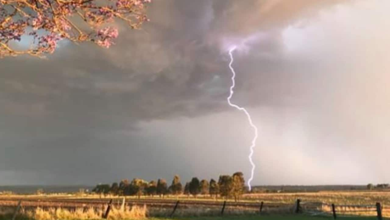 Weekend Weather Qld Victoria Floods Thunderstorms And Hail
