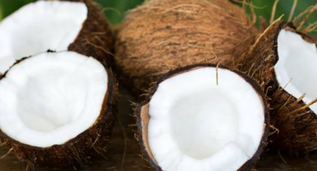 Price of a Coconut hits Rs. 100/- mark; traders blame GoSL for price control failure
