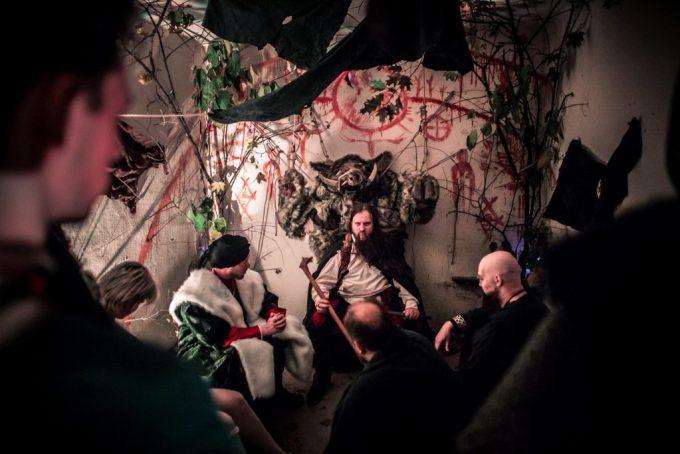 The scenographers individually designed each Clan room. Photo by Przemysław Jendroska and Nadina Wiórkiewicz for Dziobak Larp Studios.