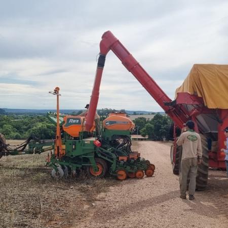 Seguindo para mais um dia de plantio da soja na Fazenda Santa Rita em Paracatu (MG). Envio de João Luiz Pinton