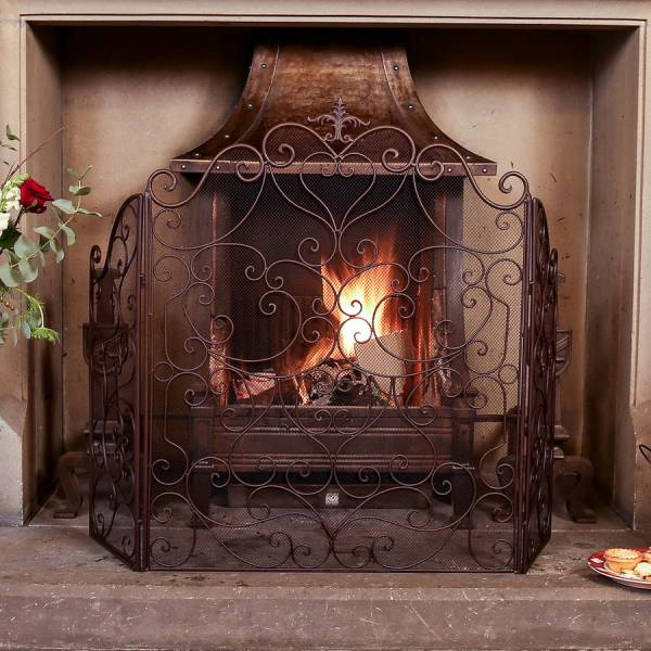 Country Manor Majestic Iron Fire Guard Dibor