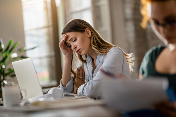 Intermittent breaks from screens can relieve headache discomfort.