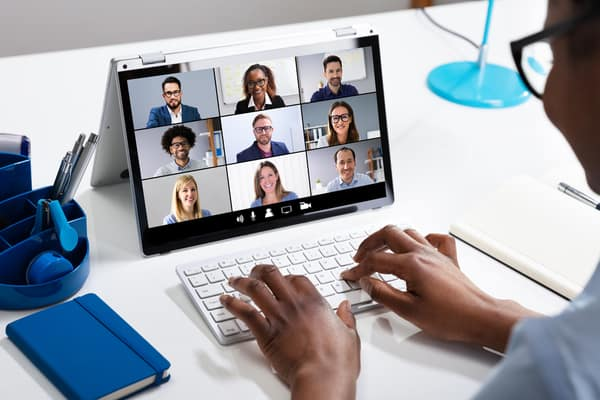Full screen video calls help you to stay focused