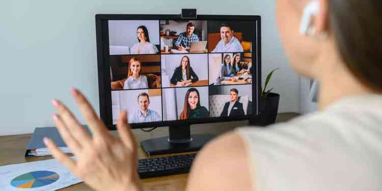 How to avoid distractions during video calls?