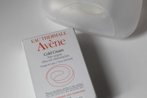 The Avene Ultra Rich Soap-Free Cleansing Bar With Cold Cream is suitable even for dry skin.
