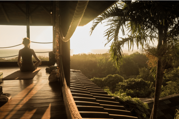 Wellness Retreats often allow you to meet like-minded people, break unhealthy habits, and refresh yourself.