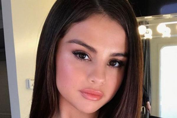 Selena Gomez has top-heavy lip shape.