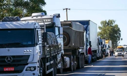 Protestos de caminhoneiros em rodovias atingem 14 estados