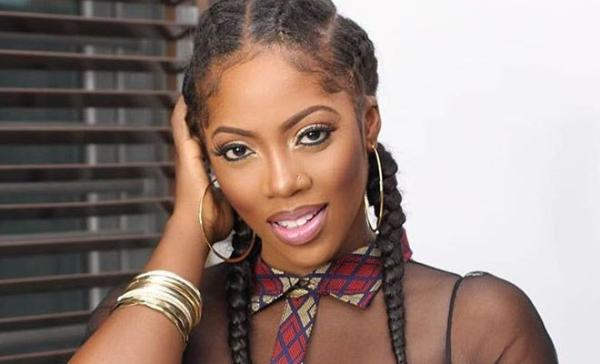 Tiwa Savage Twerks Her Fat A$$ Uncontrollably, Internet Goes Frenzy (Video)