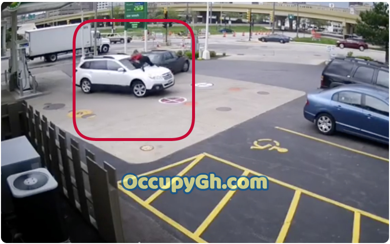 Woman Jumps Car Stop Armed Robbers Stealing