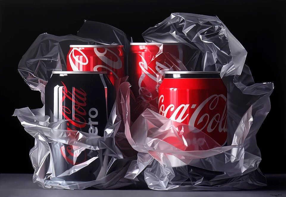 Latas de coca cola y plastico