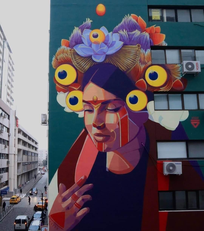 indigena colombiana pintada en un mural por gleo