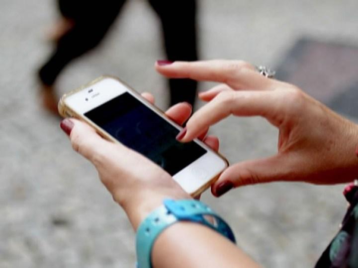 Após programa, prostituta pega celular como pagamento e é ...