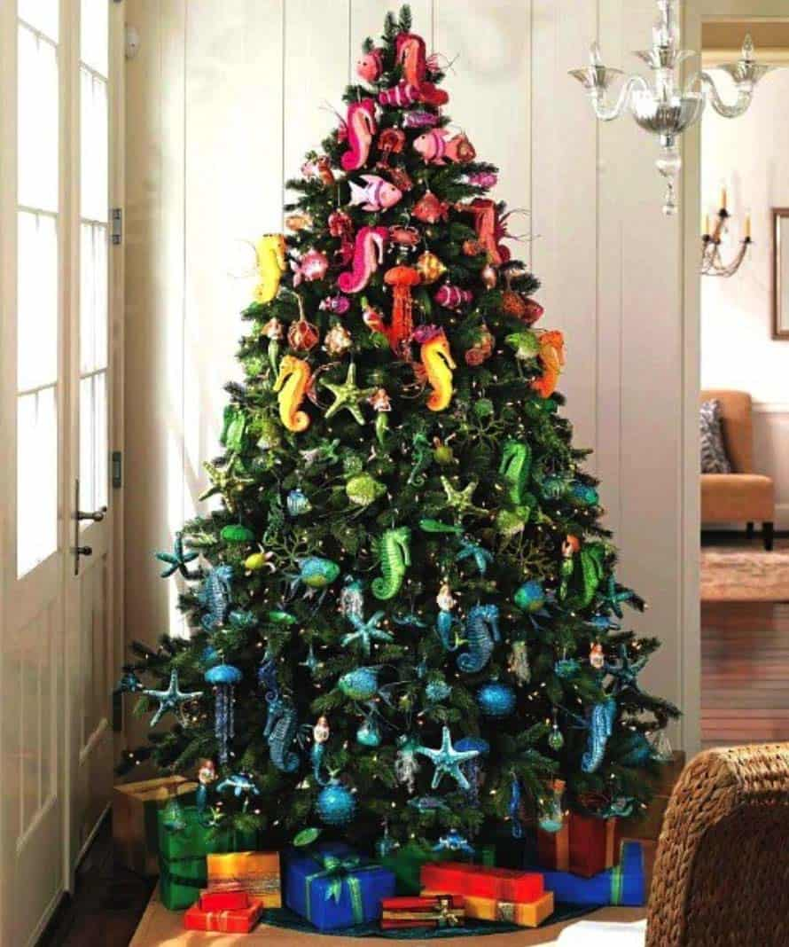 30 Brilliant Coastal Chic Christmas Tree Decorating Ideas
