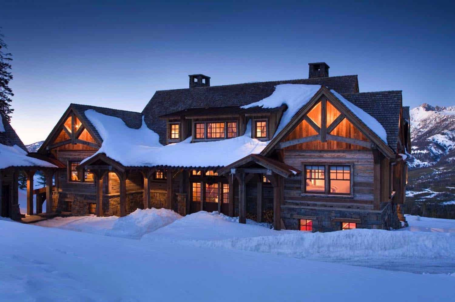 Rustic Mountain Retreat In Big Sky Resembles An Old Lodge