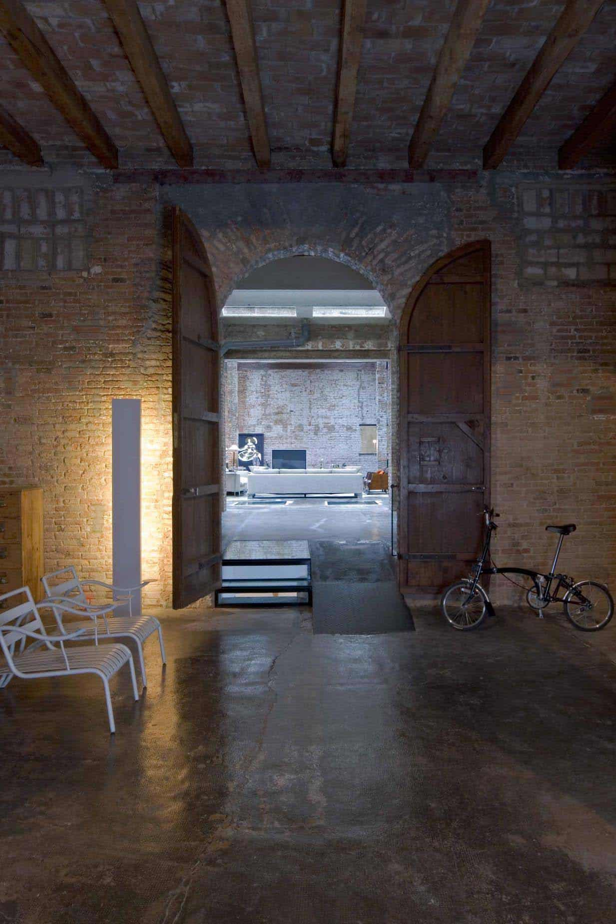 Renovated loft in Barcelona brimming with industrial character