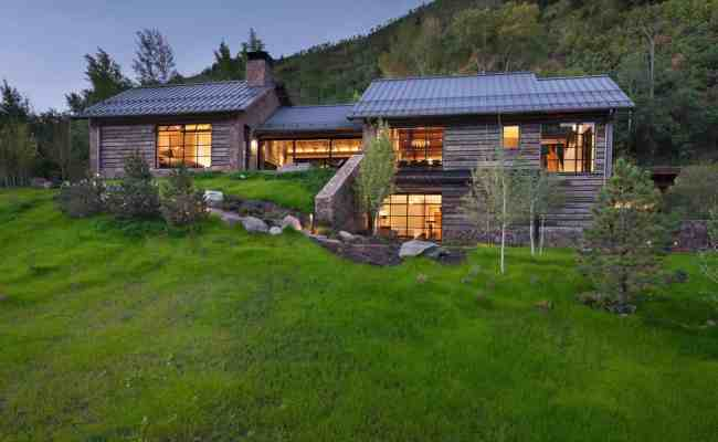 Modern Mountain Home Designed For An Artist In The Slopes