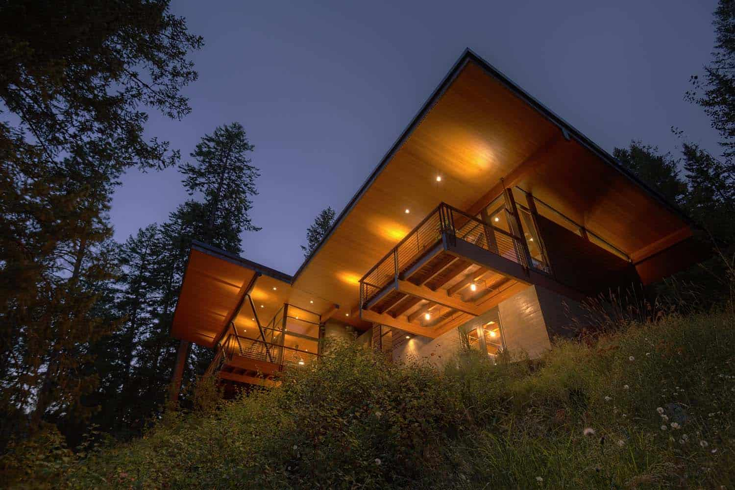 Modern log cabin perched on a cliff overlooking Coeur DAlene Lake