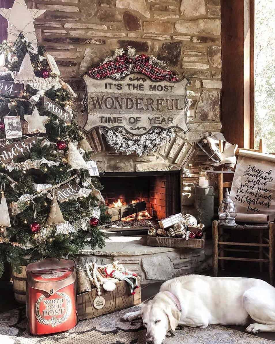 30 Cozy And Wonderful Rustic Farmhouse Christmas Decorating