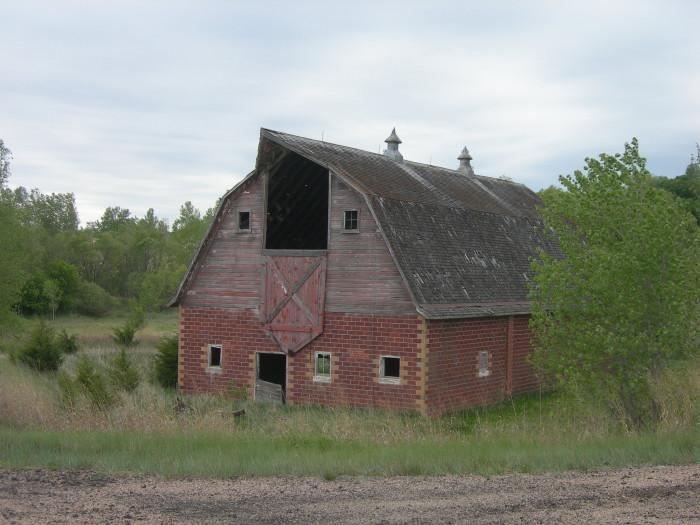 17 Photos Of Lovely Old Barns In Rural Nebraska