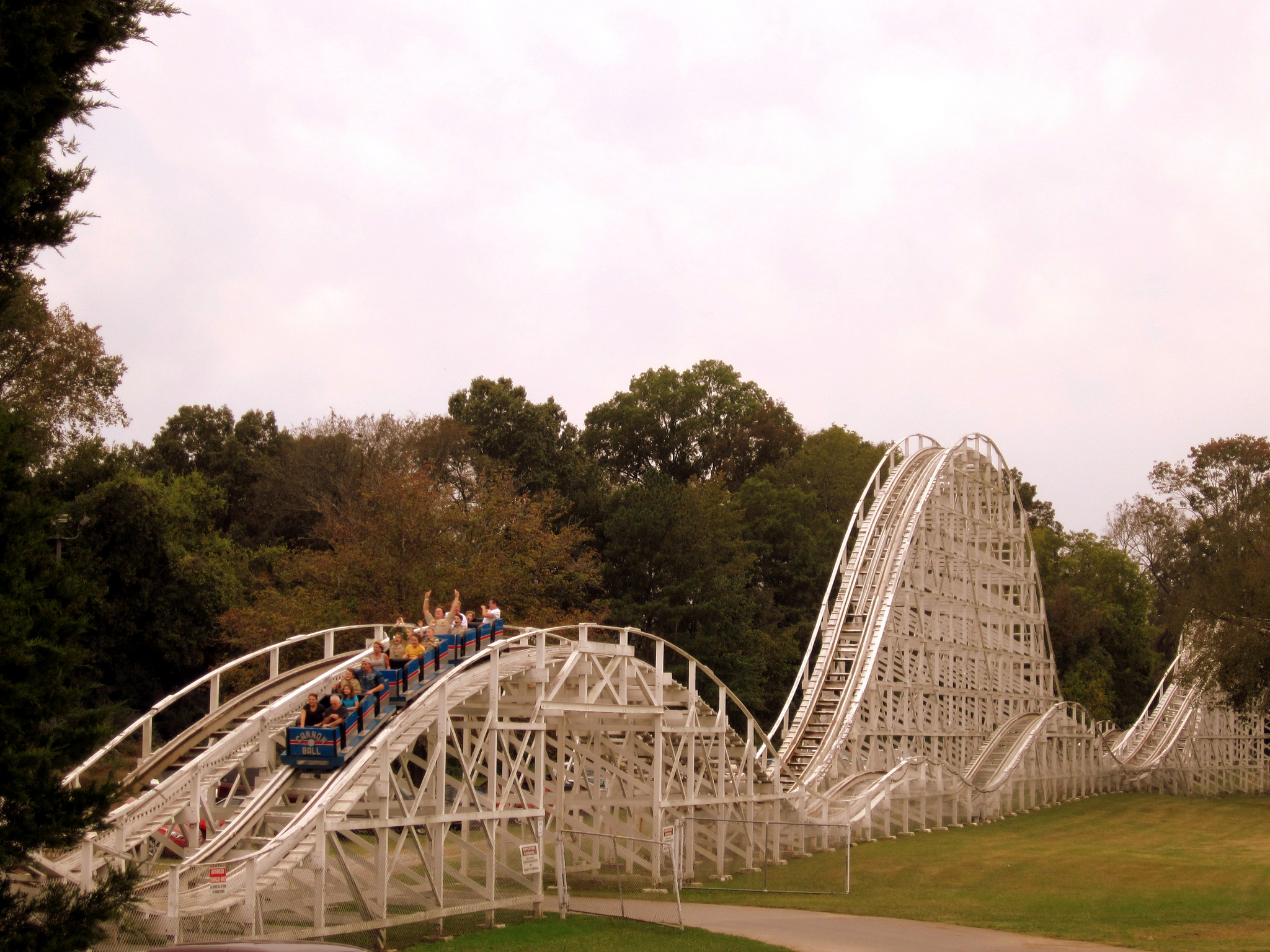 Everyone Should Go To These 3 Epic Tennessee Amusement Parks