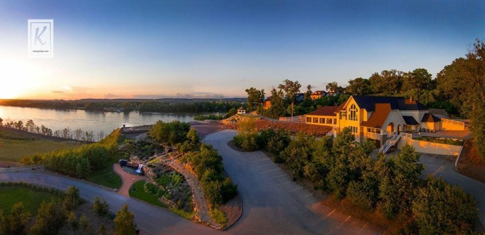 10 Epic Spots To Get Married In Missouri Thatll Blow