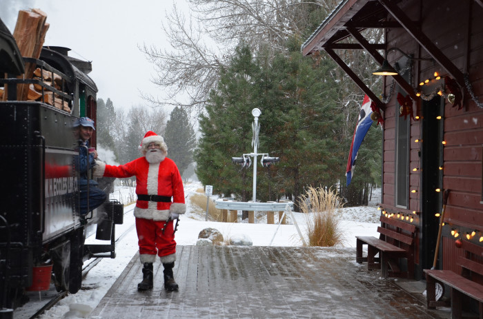13 Magical Christmas Towns In Oregon