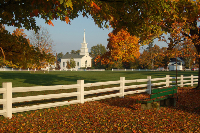 October Fall Wallpaper These 17 Perfectly Picturesque Small Towns In Vermont Are